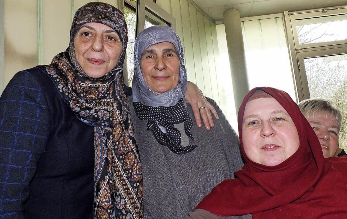 Drei Freundinnen: Ibtissam Younes, Necla Öztürk und Esther Sahiner.   | Foto: Martina David-Wenk
