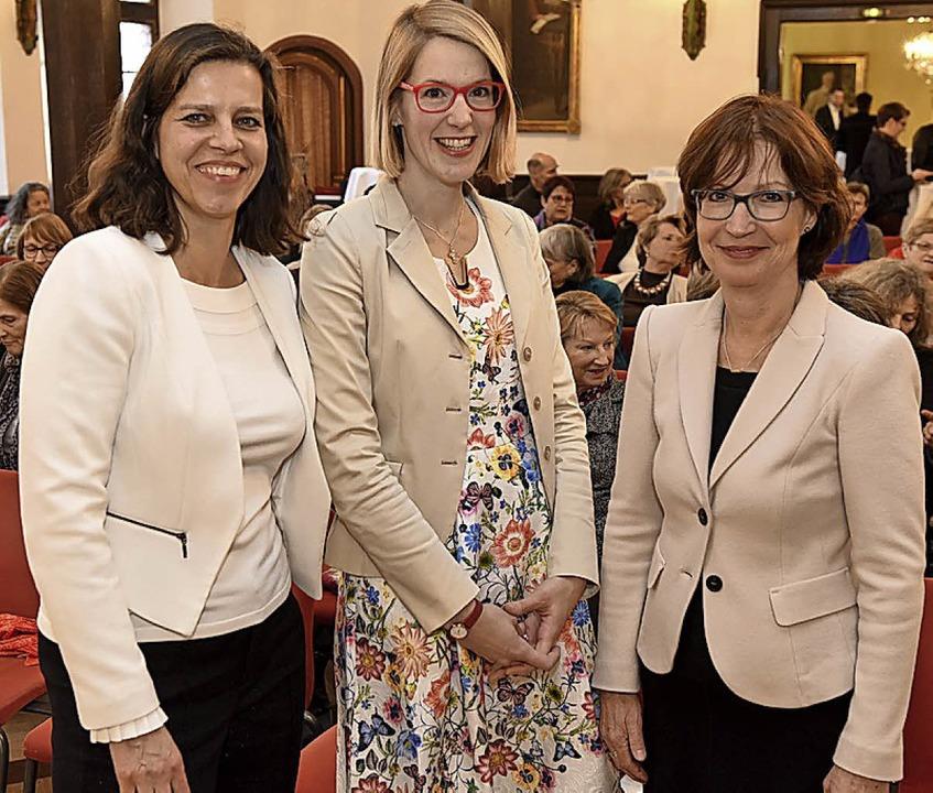 Frauenbeauftragte Simone Thomas, Katha...gina Gensler (von links) beim Empfang   | Foto: Rita Eggstein