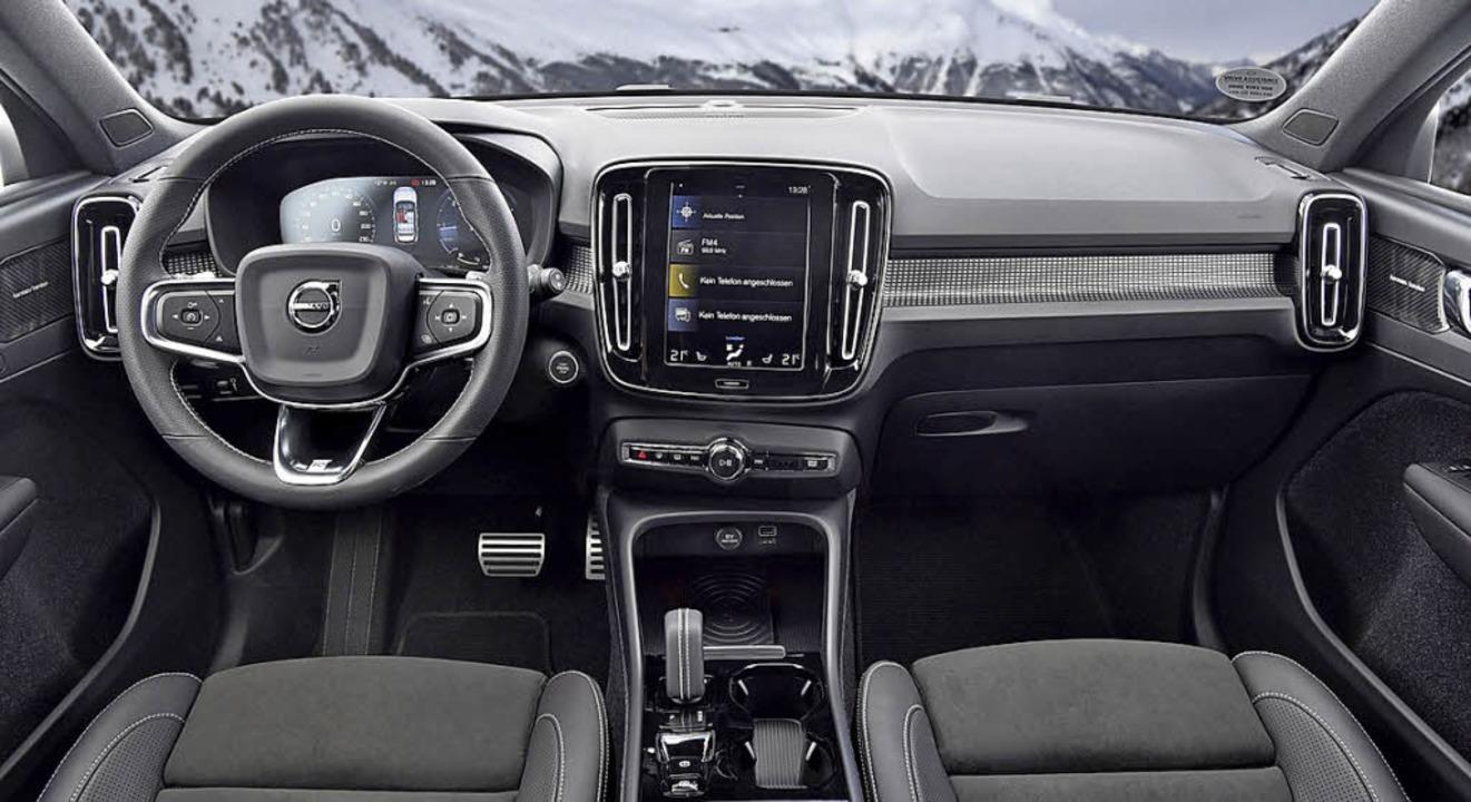 Kerniger Auftritt und ein gediegenes  ... sich im neuen kleinen SUV von Volvo.   | Foto: werksfotos