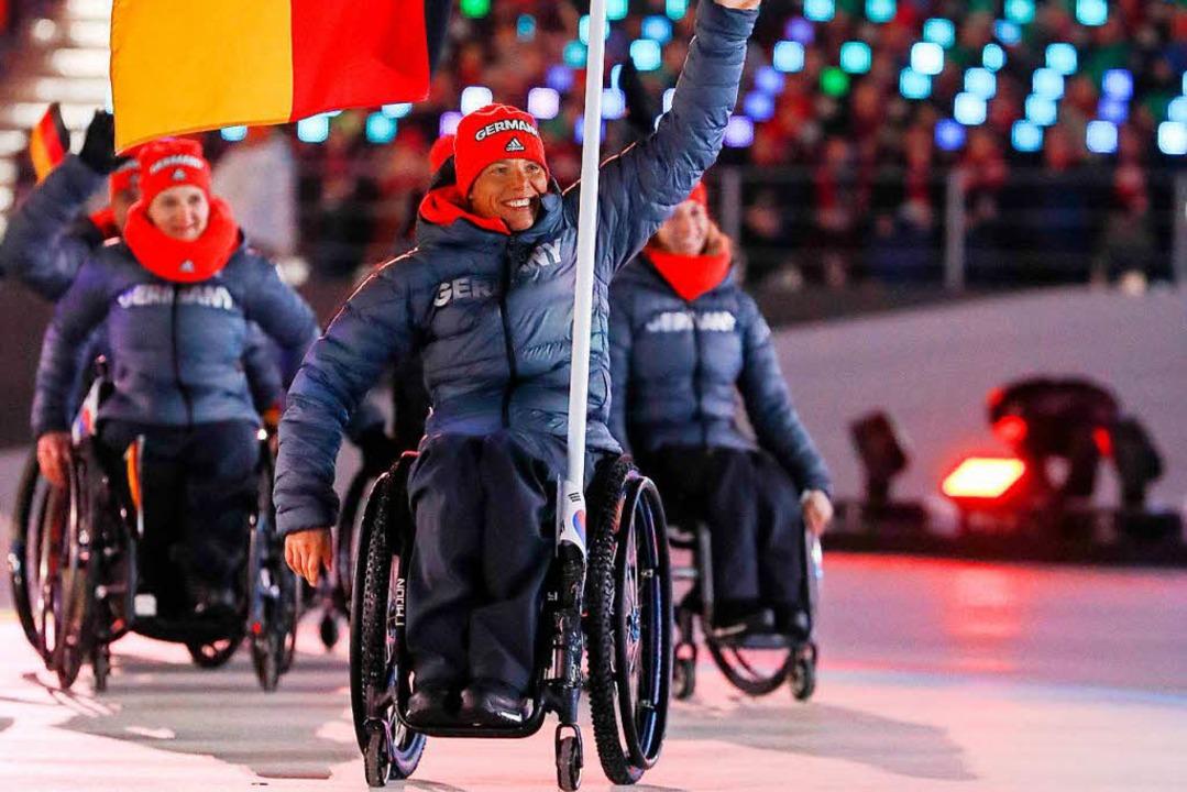 Andrea Eskau, Fahnenträgerin des deutschen Teams.  | Foto: dpa
