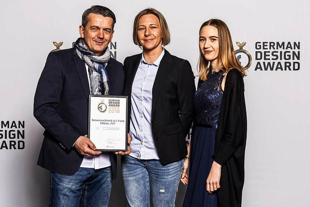 Jarek und Tanja Nonnast mit ihrer Toch...leihung  zum German Design Award 2018.    Foto: privat