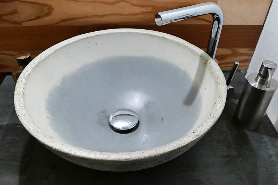 Ein Waschbecken aus Beton<ppp></ppp>    Foto: Lea Rollbühler