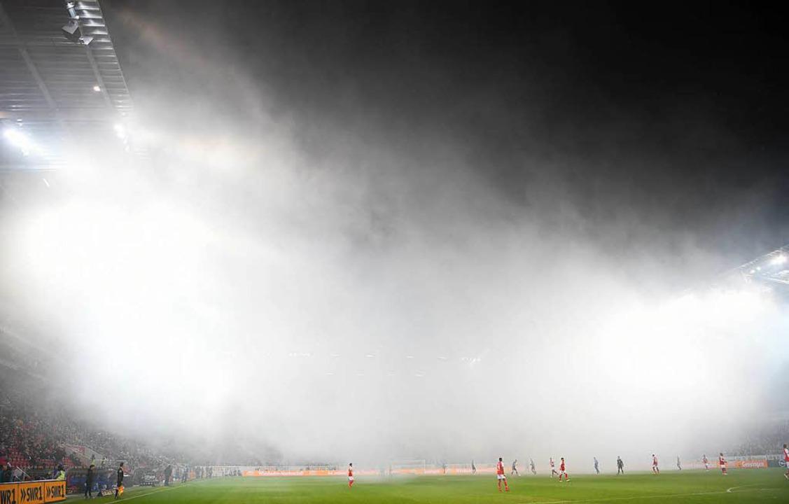 Mainz-Schalke: Neun Verletzte durch Pyrotechnik