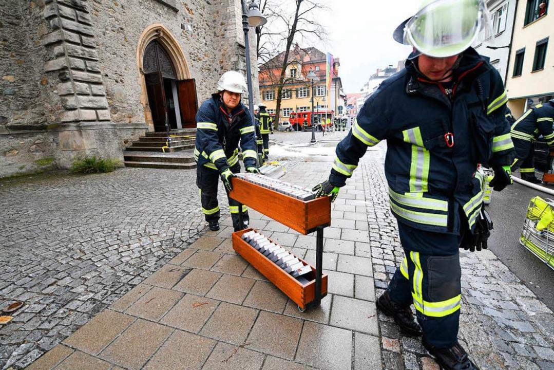 Denkmalgeschützte Kirche fängt Feuer: 200 Feuerwehrleute im Einsatz