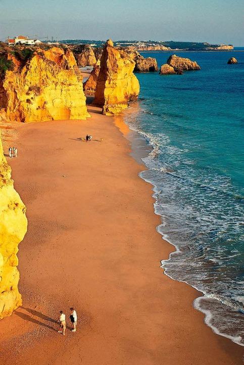 .Anziehend wie ein Magnetfeld: der Strand von Carapateira.  | Foto: Stephan Brünjes