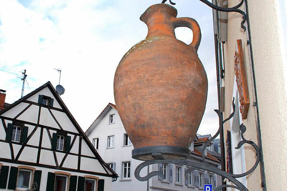 Symbol der Töpferstadt an der Fassade der Keramikwerkstatt Hakenjos (Foto: Maja Tolsdorf)
