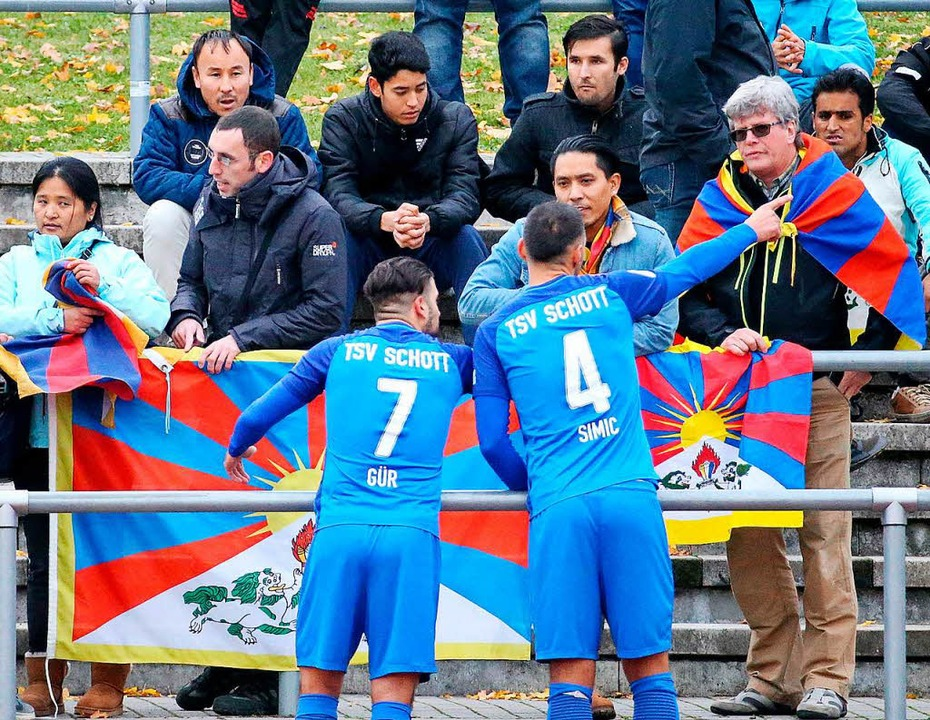Freundschaftsspiel zwischen dem TSV Sc...n das geplante Tibet-Spiel in Lörrach?  | Foto:  Hasan Bratic/dpa