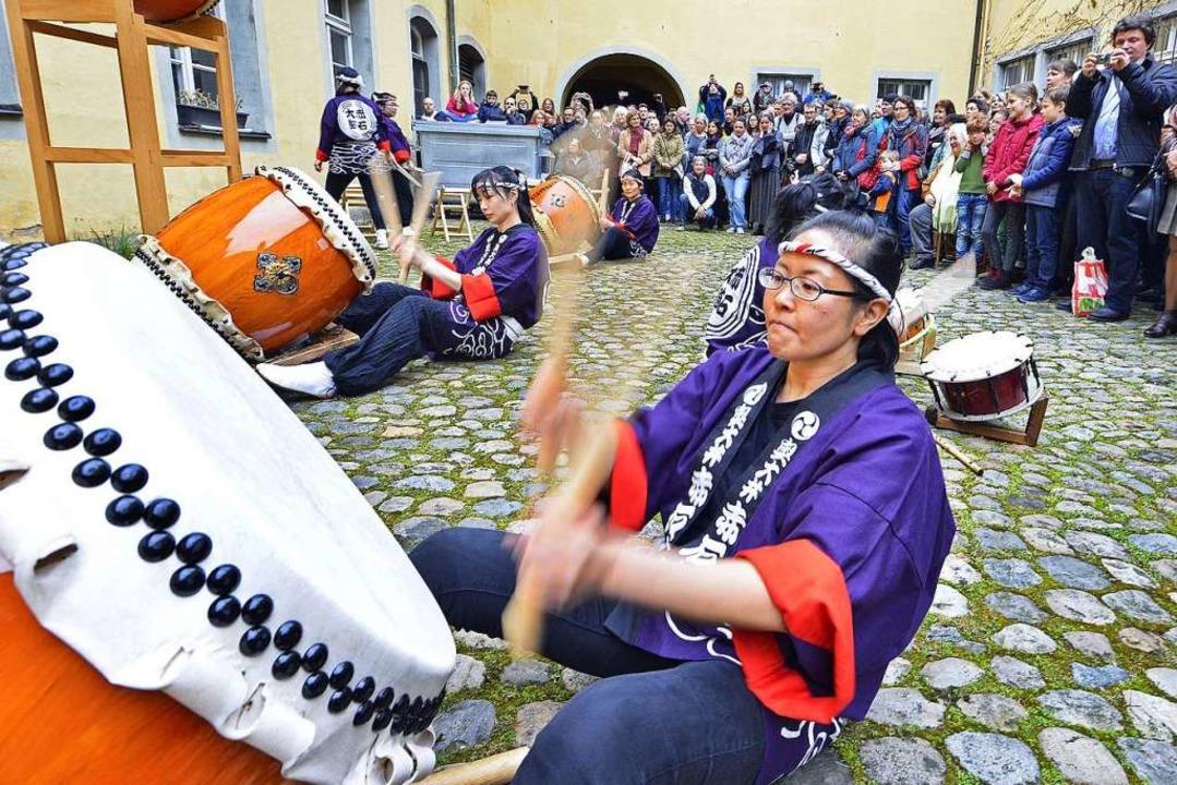 Beim Japantag in der Volkshochschule g...em eine Vorführung der Daiko-Trommler.  | Foto: Michael Bamberger