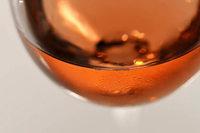 Schwabe trinkt zwei Flaschen Wein vor Sicherheitskontrolle
