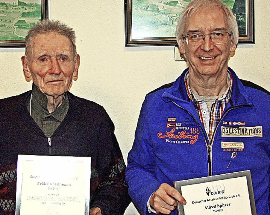 Jahrzehntelang Funker:  die Geehrten F... Willmann (links) und  Alfred Spitzer   | Foto: Privat