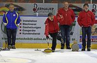48 Teams kamen zum Eisstockschießen in die Franz-Siegel-Halle