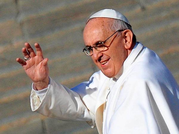 Ein Papst nah an den Menschen: Bei seiner Amtseinführung 2013 winkte Papst Franziskus dem Publikum auf dem Petersplatz im Vatikan zu.