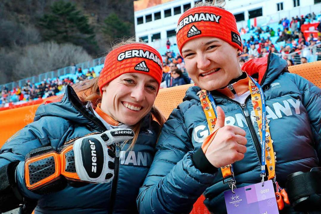 Anna-Lena Forster (rechts) sicherte si...chaffelhuber (links) blieb nur Silber.  | Foto: dpa