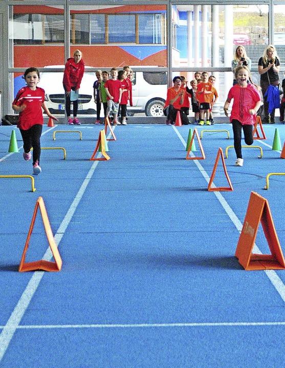 Einfach ins Blaue laufen durften die K...n in der Löffinger Dreifeldsporthalle.  | Foto: ottmar heiler