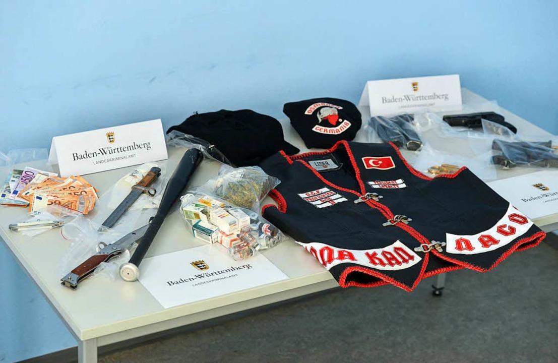 Betäubungsmittel und Waffen wurden sch...) in Baden-Württemberg sichergestellt.  | Foto: dpa