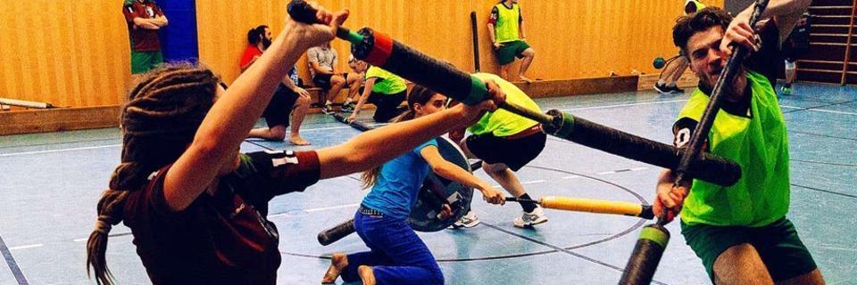 So funktioniert Jugger - die brutal aussehende Sportart mit den Schaumstoffprügeln