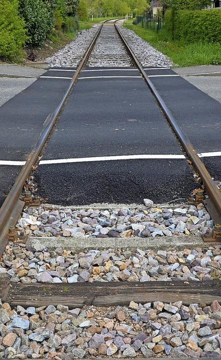 Das Breitbandkabel kann nicht  ins Gleisbett gelegt werden.   | Foto: Maier