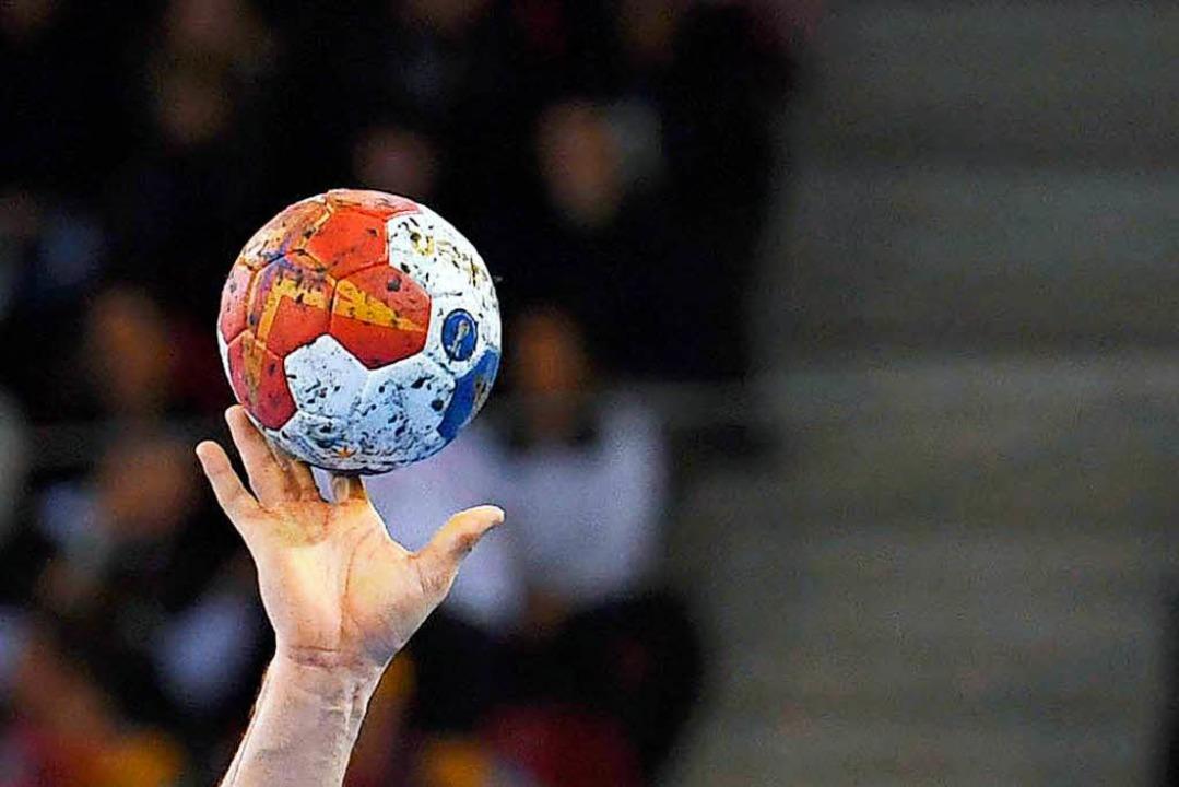 Bei einem Handballspiel in Kenzingen  ...it der Faust ins Gesicht / Symbolbild.  | Foto: dpa