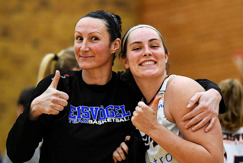 Mirna Paunovic (links) und Kristen Gaf...reuen sich über Hauptrundenplatz eins.  | Foto: Patrick Seeger