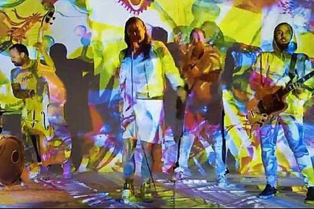 Die Freiburger Band Äl Jawala surft in ihrem neuen Video mit Zyklopen