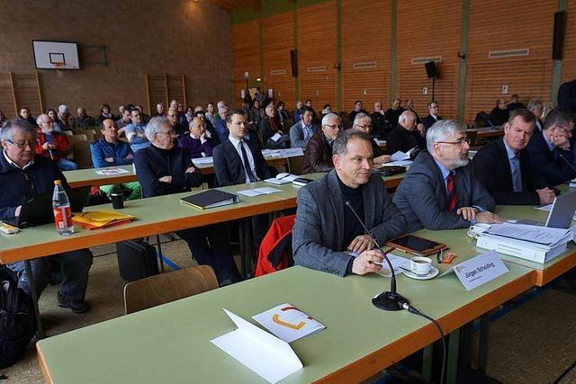 Der Erörterungstermin für den geplanten Hochwasserrückhalteraum Breisach/Burkheim hat begonnen