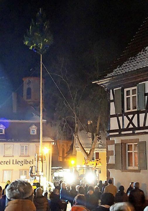Szenen eines Wahlabends: Die Feuerwehr...e Glückwünsche entgegennehmen konnte.   | Foto: Ilona Hüge