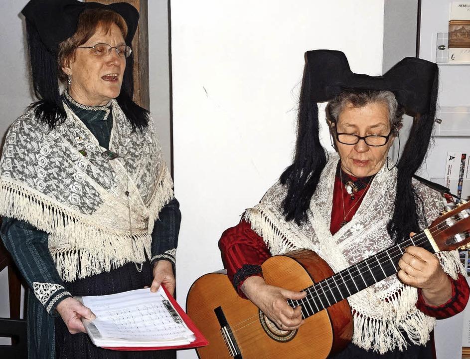 Beim Vortragsabend der Muettersproch-G...nita Möhring mit ihren Liedbeiträgen.   | Foto: Klaus Brust
