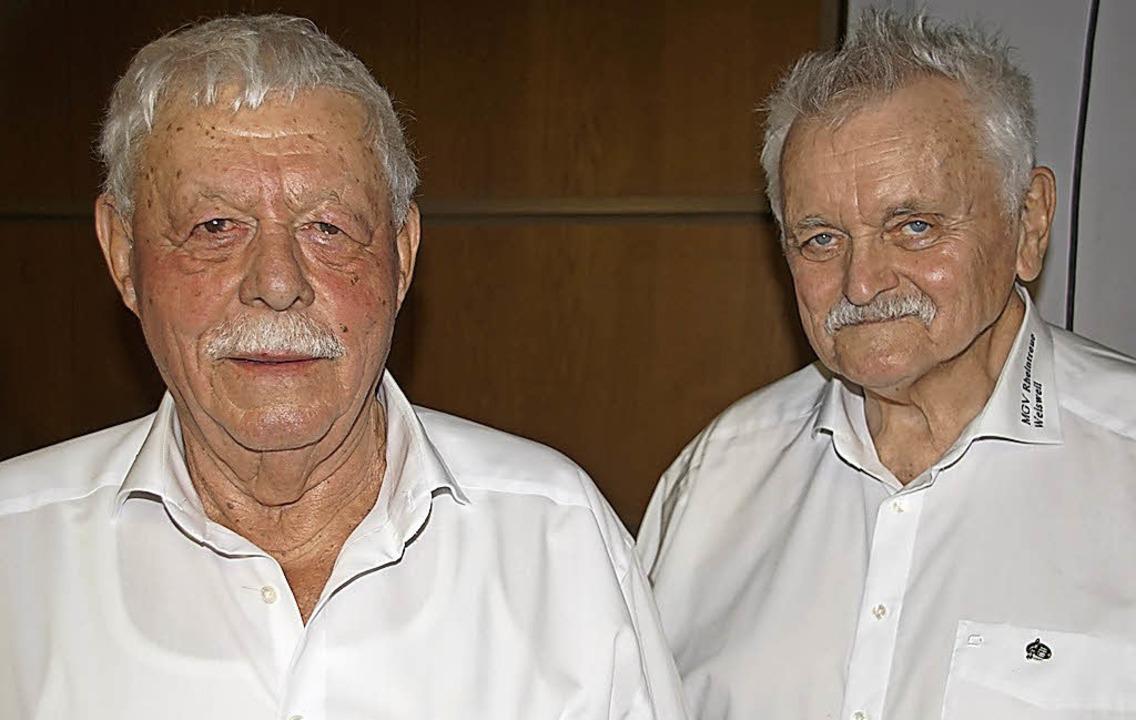 Geehrte Weisweiler Sänger: Willi Ehret (links) und Reinhold Zips   | Foto: Ilona Hüge