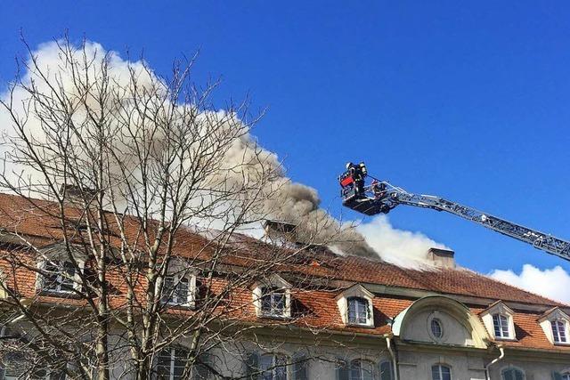 Dachstuhlbrand mit starker Rauchentwicklung in Freiburg-Haslach