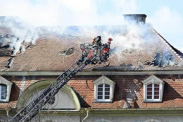 Brand in Freiburg-Haslach gelöscht - Zwei Gebäude geräumt