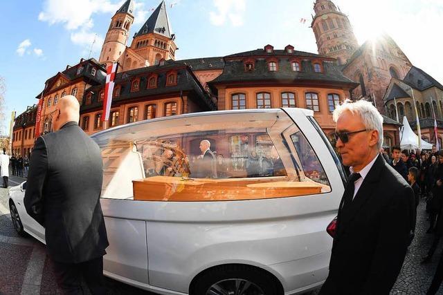 Kardinal Lehmann im Mainzer Dom beigesetzt – Tausende bei Trauerzug