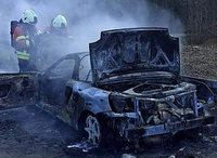 Auto brennt auf dem Weg zur Werkstatt aus