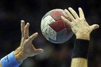 Faustschlag beim Handballspiel: Zwischen Abwehrhaltung und Schock