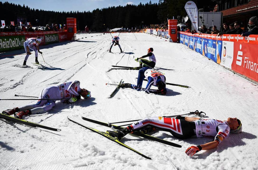 Die Läufer nach dem Schlussspurt.  | Foto: dpa