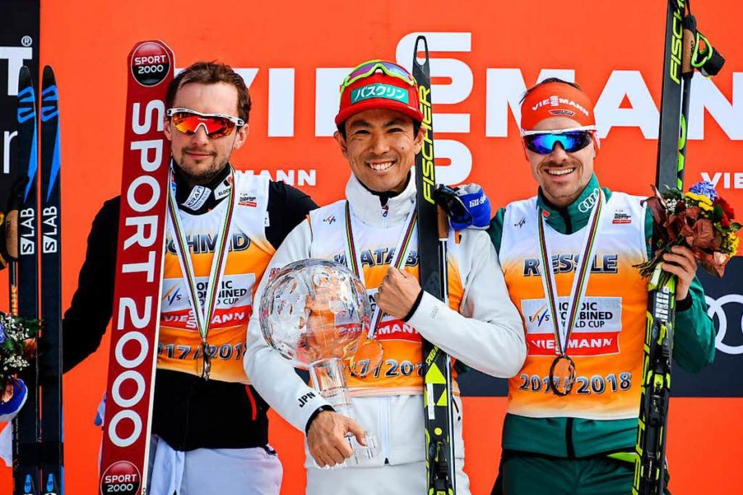 Akito Watabe aus Japan (Mitte) sichert...Riessle (rechts) sicherte sich Rang 3.  | Foto: dpa
