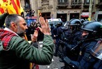 Fotos: Ausschreitungen bei Protesten in Spanien nach Puigdemont-Festnahme