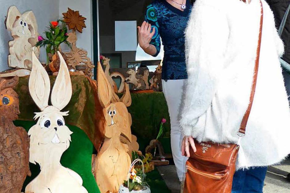 Jede Menge Hasen aus Holz. (Foto: Roland Gutjahr)