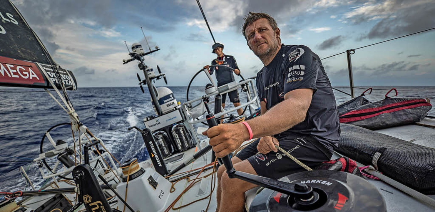 John Fisher vom Team Sun Hung Kai/Scal...extremen Wetterbedingungen über Bord.     Foto: dpa