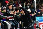 Fotos: Die EHC-Fans feiern den Klassenerhalt der Wölfe