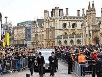 Fotos: Trauerfeier für Stephen Hawking in Cambridge