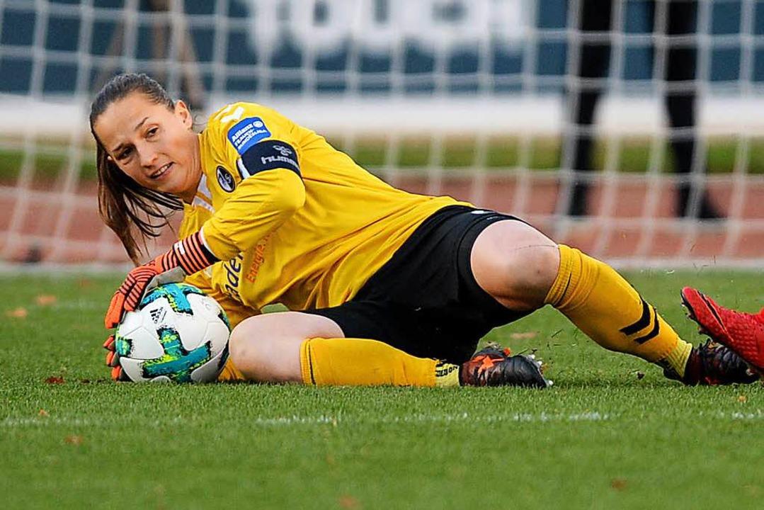 Die Saison ist für Torhüterin Laura Benkarth beendet.  | Foto: Patrick Seeger