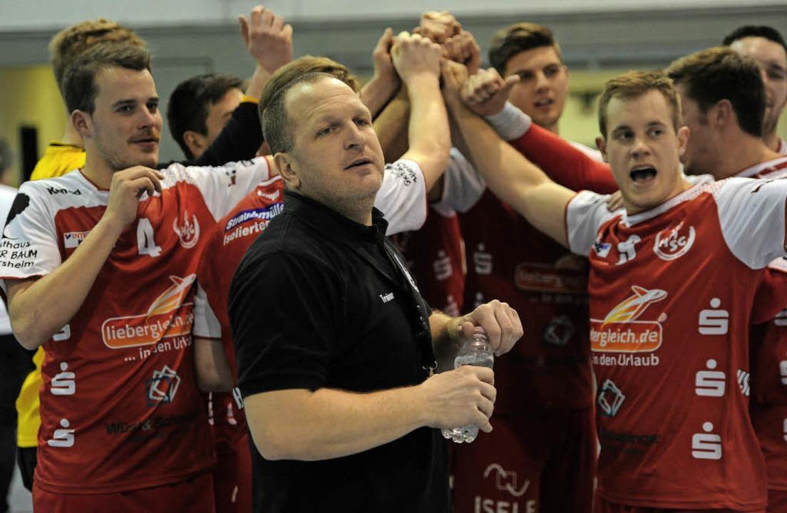 Trainer Mirko Reith und sein Team setzen das Maß in der Landesliga Nord.   | Foto:  Pressebüro Schaller