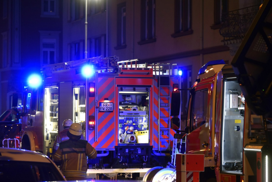 Die Feuerwehr war mit neun Fahrzeugen im Einsatz.  | Foto: Thomas Kunz