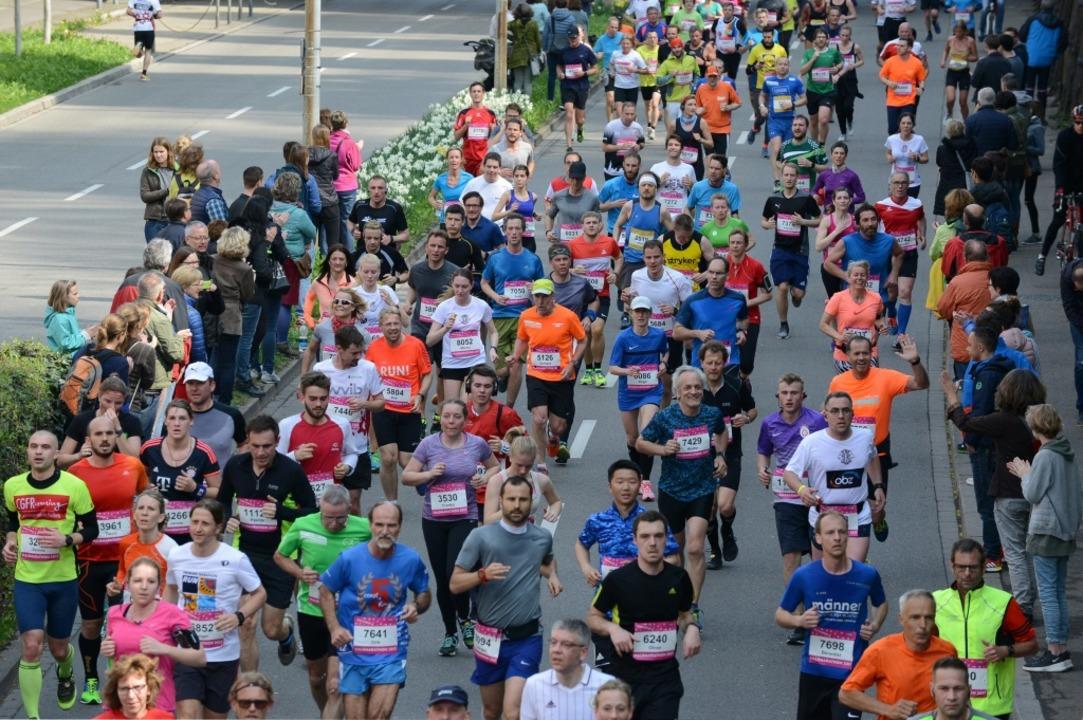 Bunter Haufen: Massenhaft Läufer werden  am Sonntag in Freiburg zu sehen sein.  | Foto: Rita Eggstein