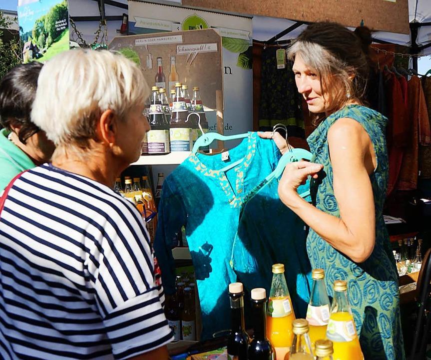 Auch Freunde bunter Kleidung kommen auf ihre Kosten.  | Foto: Julius Wilhelm Steckmeister