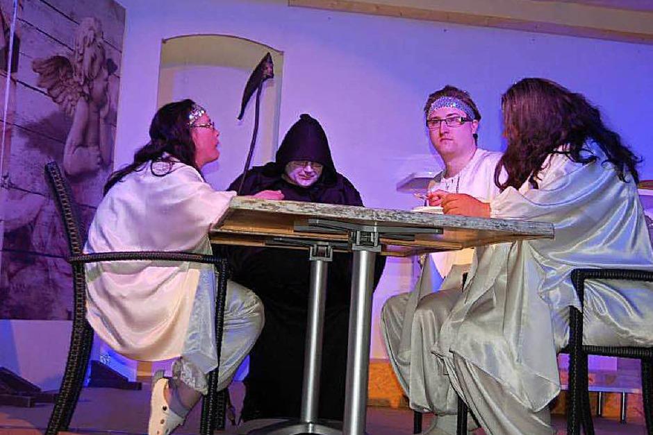 """""""Lüge, Tod und Teufel"""" von R.W. Langer wurde unter der Leitung von Regisseurin Franziska Ebner in der Möslehalle aufgeführt."""