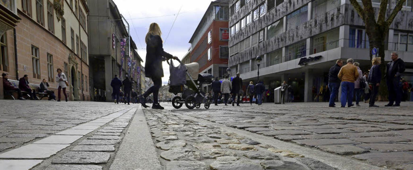 Seit der Sanierung schmücken Rheinwack...ide Seiten der   Kaiser-Joseph-Straße.  | Foto: Fotos: Ingo Schneider