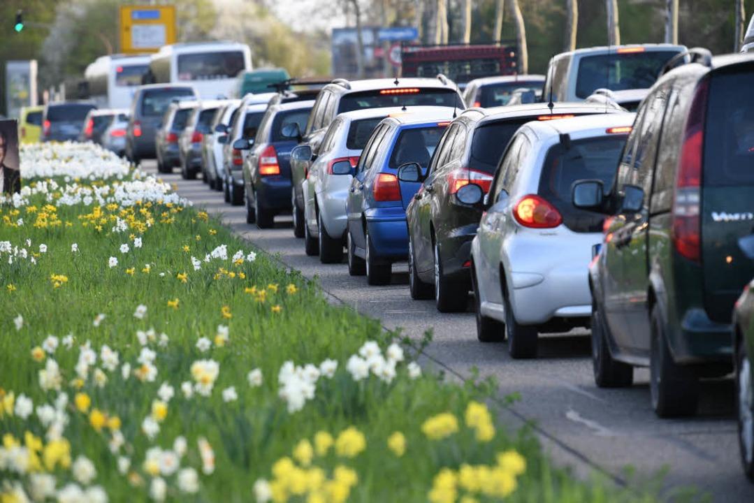Viele Pendler mussten aufs Auto umsteigen. (Symbolbild)  | Foto: dpa
