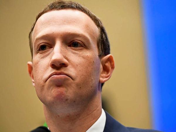 Mark Zuckerberg muss sich vor dem US-Kongress erklären - und wird von manchen Senatoren in die Zange genommen.