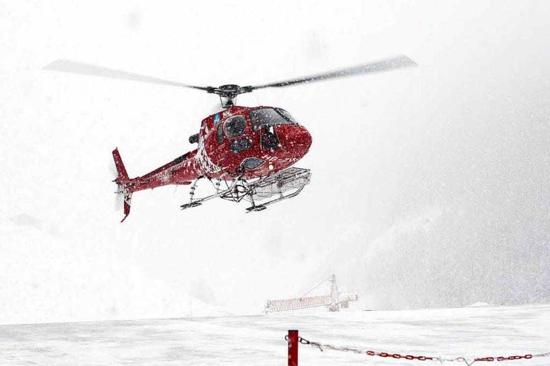 Ein Suchtag mit Hubschraubern kann rund 30.000 Franken kosten.  | Foto: dpa